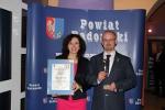 Gala Perły Powiatu - Łukasz Murawski z żoną (fot. Archiwum Starostwa Powiatowego w Radomiu)
